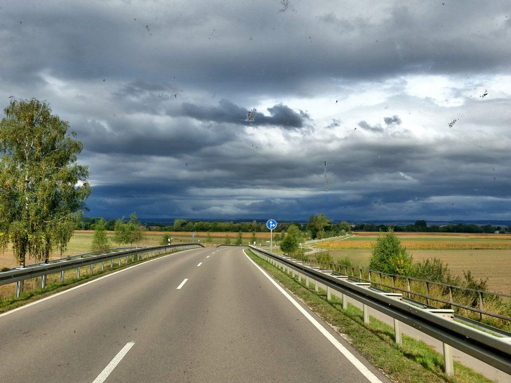 De Lambortinki koerst door mooie Duitse dorpjes, maar dan…