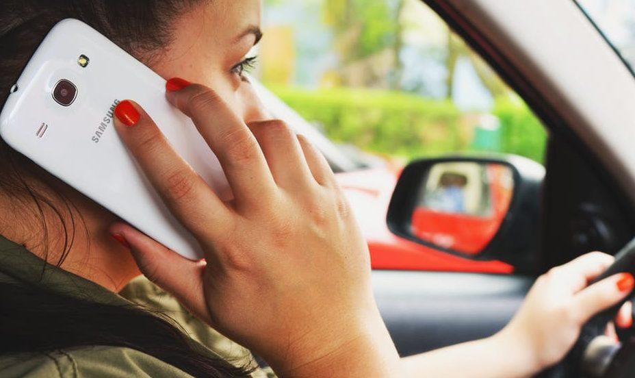Ruim 18 miljoen euro aan boetes voor bellen achter het stuur