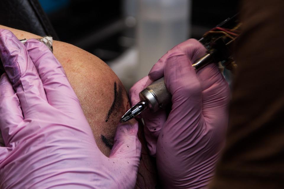 Blijf-van-mijn-lijf-tatoeage steeds populairder onder ouderen
