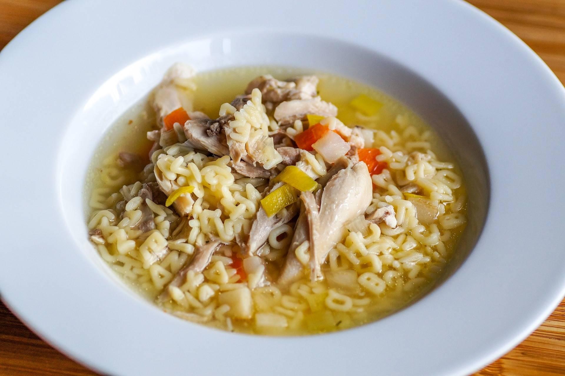 Helpt kippensoep nou echt bij verkoudheid en griep?